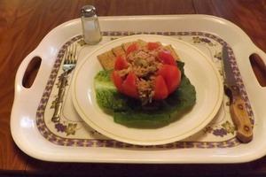 Острый салатик с консервированным тунцом и васаби: пошаговый рецепт с фото