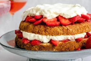 Клубничный десерт готовлю всего из 4 ингредиентов (рецепт)