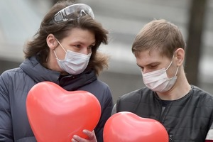 """Растет движение """"Любовь - не туризм"""" для разлученных пандемией влюбленных. Несколько европейских стран уже присоединились"""