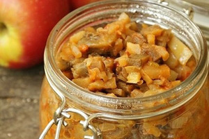 Обычная баклажанная икра надоела. Готовлю ее с добавлением тыквы, перца и яблок — вкус получается более нежным и насыщенным