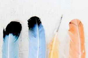 Придумала, как сделать красивые перья, которыми можно писать: подойдут для детской вечеринки или просто для декора