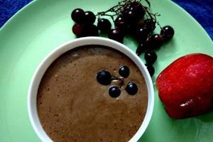 Блинчики и другую выпечку подаю с нежным соусом из греческого йогурта и какао: приготовить его проще простого