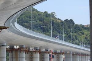 Торжественное открытие нового моста Генуи: виадук Genova San Giorgio длиной более одного километра, расположенный на высоте 45 метров, назва