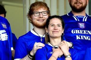 Известный певец Эд Ширан и его супруга Черри Сиборн ждут первенца. Ребенок должен родиться в конце лета