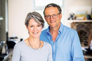 Доктор Клэр Бейли и ее муж Майкл Мосли развеяли мифы о диетах и рассказали, как помогут людям похудеть