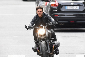"Съемки фильма ""Миссия невыполнима 7"" с Томом Крузом опять застопорились: мотоцикл разнес съемочную площадку"
