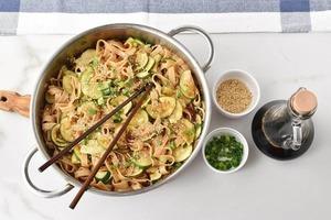 Паста с кабачками превращается в оригинальное блюдо. Добавляю карри и мед