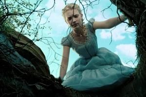 """Мечтательна, но груба: поклонники """"Алисы в Стране чудес"""" обсудили лучшие и худшие качества любимой героини"""