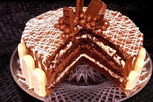 Торт а-ля тирамису: интересный десерт с шоколадными коржами и двумя видами крема