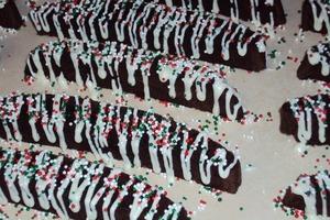 На десерт приготовила брауни в виде шоколадных бискотти: лакомство получилось очень сочным и вкусным