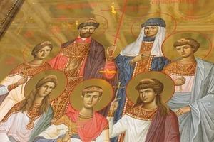 Икону написала послушница. В Успенский храм Новосибирска доставлена икона Святых царственных страстотерпцев