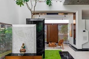 Побег от реальности: дизайн дома с «плавающими» стенами в густонаселенном районе Бангалора (Индия)