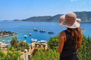 «106 тысяч россиян приехали за две недели»: в Турции рассказали о росте популярности местных курортов среди туристов со всей Европы
