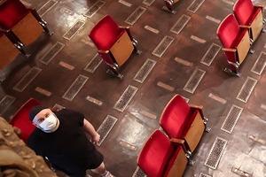 Шахматной рассадки не будет: в сентябре в России откроется большинство театров, но правила безопасности пока еще находятся в разработке