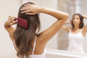 Спросила у эксперта, как сделать процедуру ухода за волосами более экологичной: он предложил выбросить мою расческу