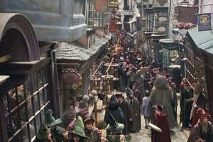 """""""Волшебный фонарь"""" и """"Палочки Олливандера"""": фанаты """"Гарри Поттера"""" назвали самые популярные магазины сказки, которые должен посетить каждый"""