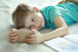 Исследования показали, что пользование гаджетами улучшает концентрацию внимания у ребенка