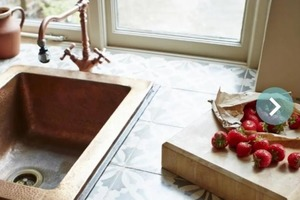 Этот роскошный на вид металл уничтожает COVID: дизайнеры используют медь для создания интерьеров дома