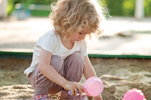 Ребенок не хочет играть с другими детьми. Общению тоже нужно научить