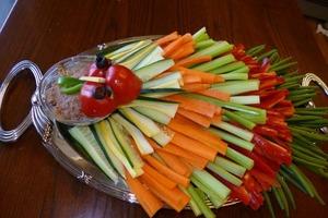 """Яркая """"индейка"""" из овощей и хумуса: на праздничный стол ставлю интересную закуску"""