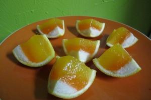 Яркие конфетки в виде огромных кукурузных зерен: готовлю их прямо в апельсиновой корке