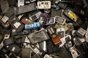 Благодаря старым смартфонам электромобили Tesla будут стоить дешевле: разработчики нашли новый способ удешевить производство