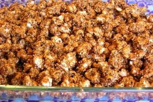Попкорн может быть еще вкуснее: я готовлю его с карамелью и семенами кунжута