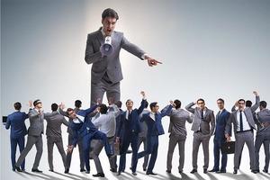Позитивные экстраверты чаще всего успешны в карьерном росте, но, как оказалось, власть их может испортить