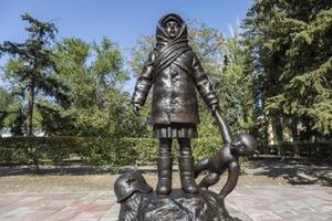 Посвящается детям войны: в Волгограде установили трогательный памятник