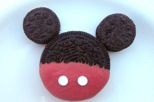 """Сладкие """"Микки Маусы"""" из шоколада и печенья """"Орео"""": готовим для ребенка яркие сладости"""