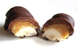 """Полезные батончики а-ля """"Сникерс"""": готовим их из банана, меда и орешков"""