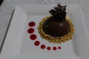 """Десерт """"как в ресторане"""": готовим шоколадный купол с малиной"""
