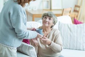 Уход за пожилыми людьми на дому можно превратить в полноценный бизнес: с чего начать