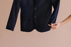 Блейзер — идеальная одежда для женщин. Лучшие сочетания с джинсами и платьями, которые подойдут на осень