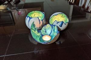 Эффектные подсвечники в форме расколовшихся драконьих яиц: сделал такие из воздушных шариков и цемента