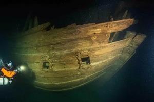 Водолазы обнаружили на дне Балтийского моря 400-летний корабль: он в таком идеальном состоянии, что ученые не могут понять причину его круше