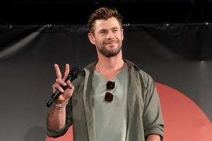 Тор еще слишком молод: Крис Хемсворт признался, что не собирается оставлять Marvel и своего героя