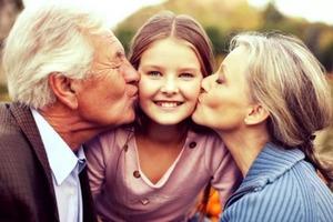 Дети, которых воспитывают бабушки и дедушки, вырастают более счастливыми, воспитанными и умными