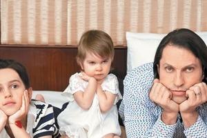 Дочки Александра Реввы - яркие красотки. Алиса и Амелия подросли и еще больше похорошели (новые фото)