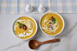 Мускатная тыква и яблоки: сливочный суп из необычных ингредиентов