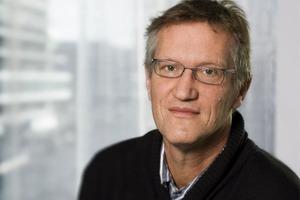 Почему шведы делают татуировки с портретом главного эпидемиолога страны: интервью с Андерсом Тегнеллом о результатах его стратегии против ко