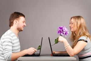 Виртуальная жизнь и реальные чувства: почему мужчина не удаляет анкету с сайта знакомств, уже встречаясь с вами