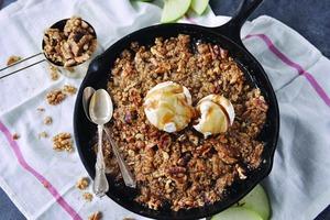 Оригинальные рецепты с грецкими орехами: яблочно-грушевый десерт и тыквенное ризотто