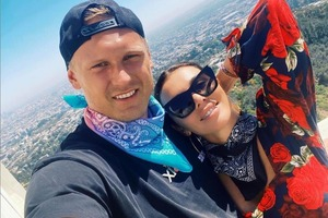 Недавно он сделал ей предложение, и она не смогла отказать: красавица Анна Седокова вышла замуж за баскетболиста Яниса Тимму, который младше