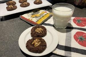 Двойное шоколадное печенье с грецкими орехами и арахисовым маслом: отличный рецепт для сладкоежек