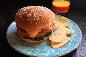 Бобовые котлеты и домашний соус для вкусного бургера: отличный вариант здорового и сытного ужина