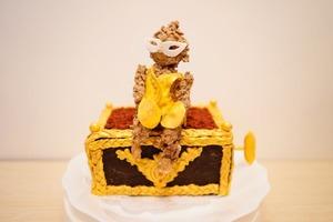 """Торт в виде музыкальной шкатулки с обезьянкой: рецепт уникального десерта """"Призрак оперы"""""""