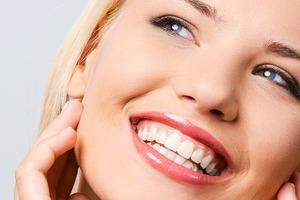 """""""Используя отбеливающую пасту, эффект увидите через месяц"""": можно ли отбелить зубы за один день (отвечают американские дантисты Марк Ловенбе"""