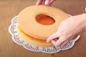 """Два коржа – один с """"дыркой"""", варенье и шоколад для контраста: вкусный тортик за полчаса, который не требует больших умений"""
