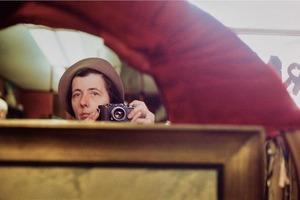 В 1957 году молодая няня работала в Нью-Йорке. Спустя годы оказалось, что девушка была одним из лучших фотографов ХХ века. Ее звали Вивиан М